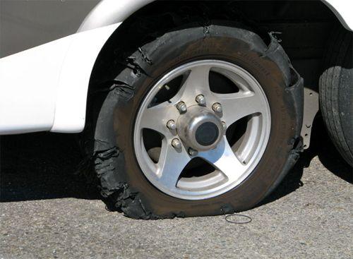 nguyên nhân gây nổ lốp ô tô