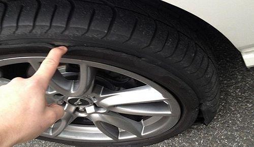 cần làm gì khi ô tô bị nổ lốp